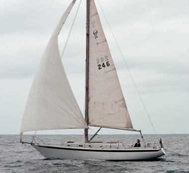 Ericson35-Trogear-Bowsprit / USA